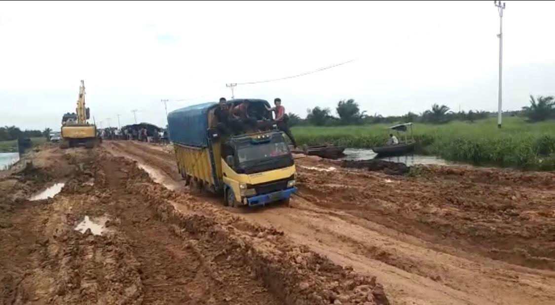 Janji Perbaiki Jalan Sontang Rohul, Kadis PUPR Provinsi: Fungsional Dulu