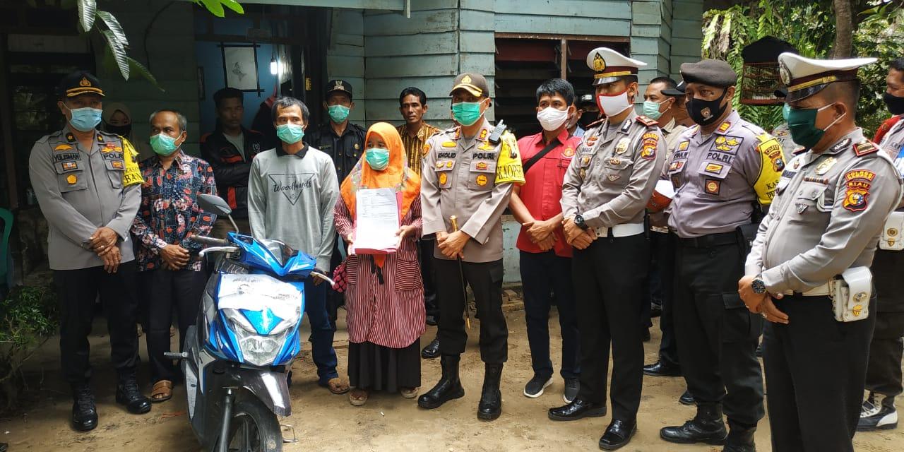 Menangis Haru, Motor Hilang Empat Bulan Diantar Polisi ke Rumah
