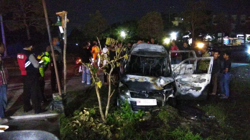 Mobil Terbakar Akibat Tangki BBM Dimodifikasi, Pengemudi Luka Berat