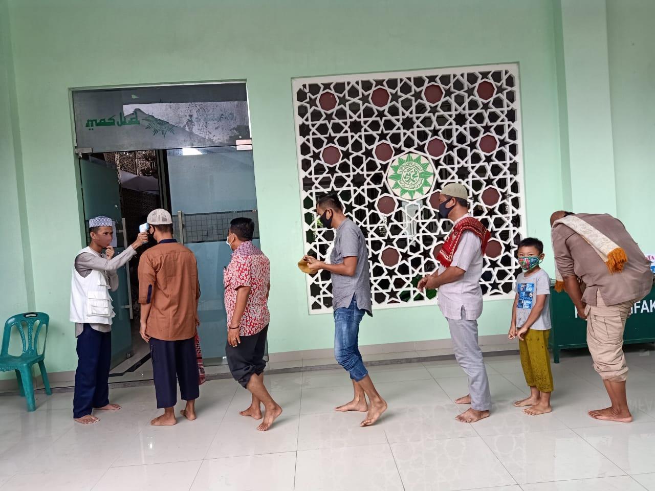 Melihat Penerapan Salat Berjamaah di Masjid saat New Normal