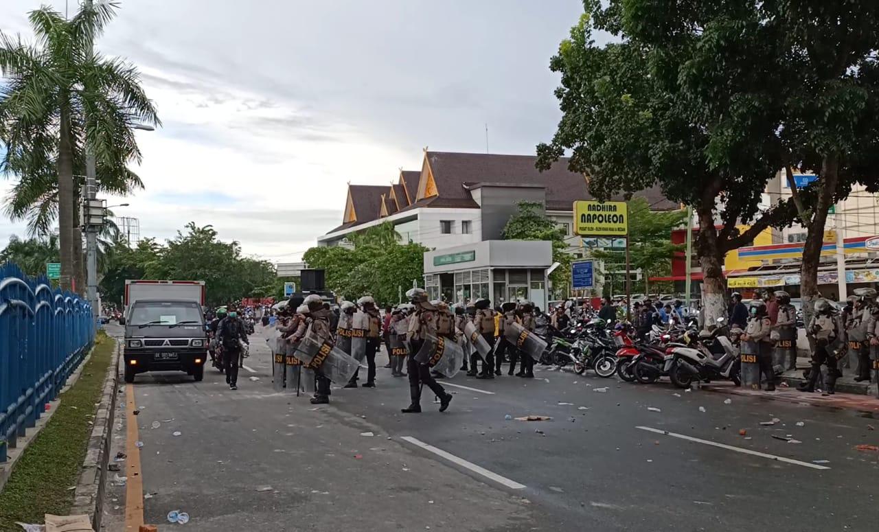 Ribuan Pengunjuk Rasa Bubar, Jalan Sudirman Kembali Dibuka