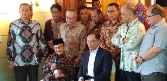 BJ Habibie dan Anwar Ibrahim Bahas Negara Serumpun