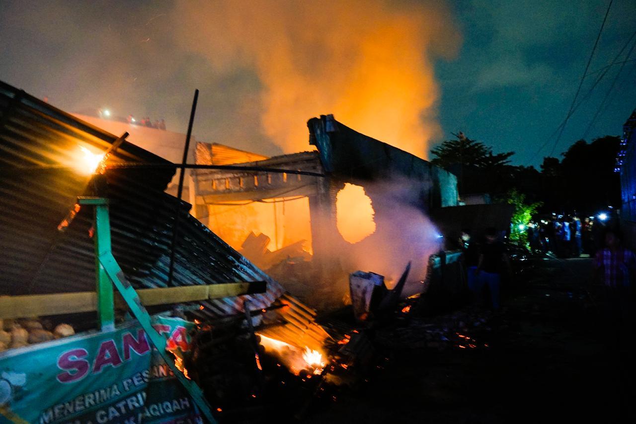Api dari Bengkel,  Enam Toko Ludes di Delima