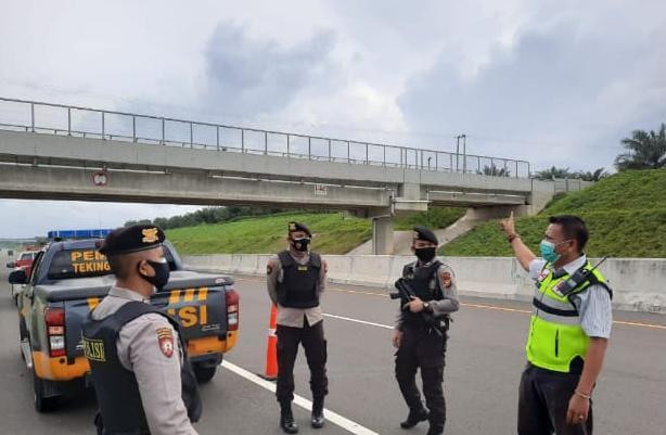 Gerak Cepat, Polisi dan Tim OPJT Permai Cek Lokasi Pelemparan Batu