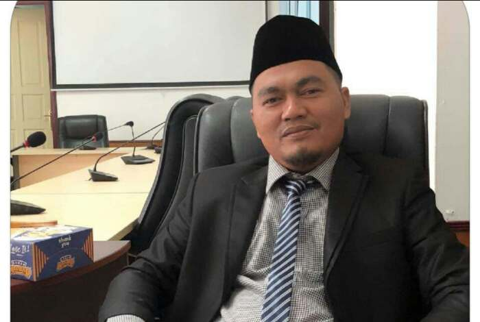 Sedang Salat, Kaca Mobil Anggota DPRD Kuansing Dipecah, HP Raib