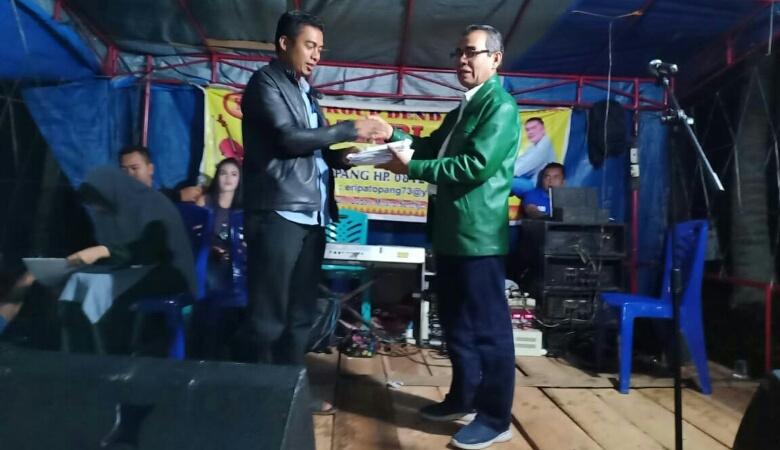 Pimpin Penggalangan Dana, Bupati Kuansing Serahkan Rp40 Juta untuk Jalur Sampurago