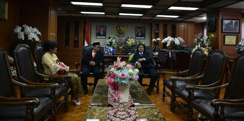 Usai Dilantik Presiden, Siti Langsung Ajak Wamen LHK Rapat