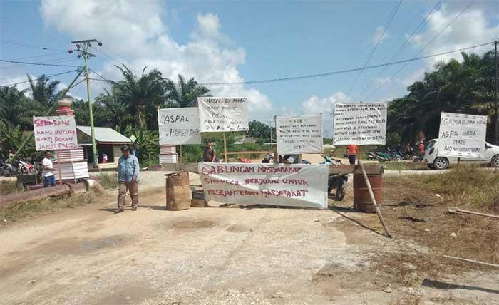 Jalan Puluhan Tahun Rusak, Gamas Demo BOB