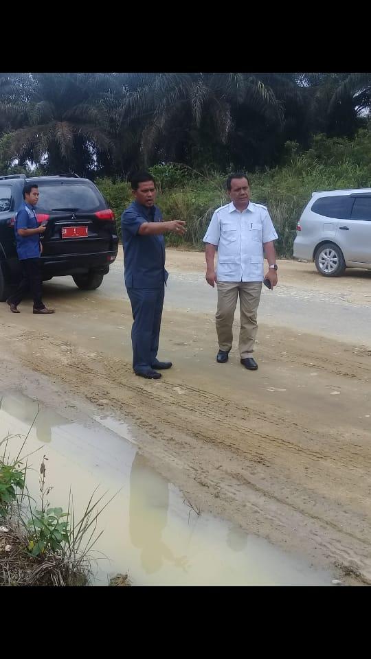 Jalan Poros Kebun Lado-Sungai Bawang Tak Terawat