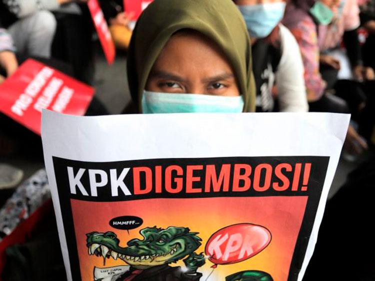Tinggal Berharap ke MK untuk Lawan Revisi UU KPK