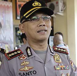Polresta Pekanbaru Kibarkan Bendera Setengah Tiang