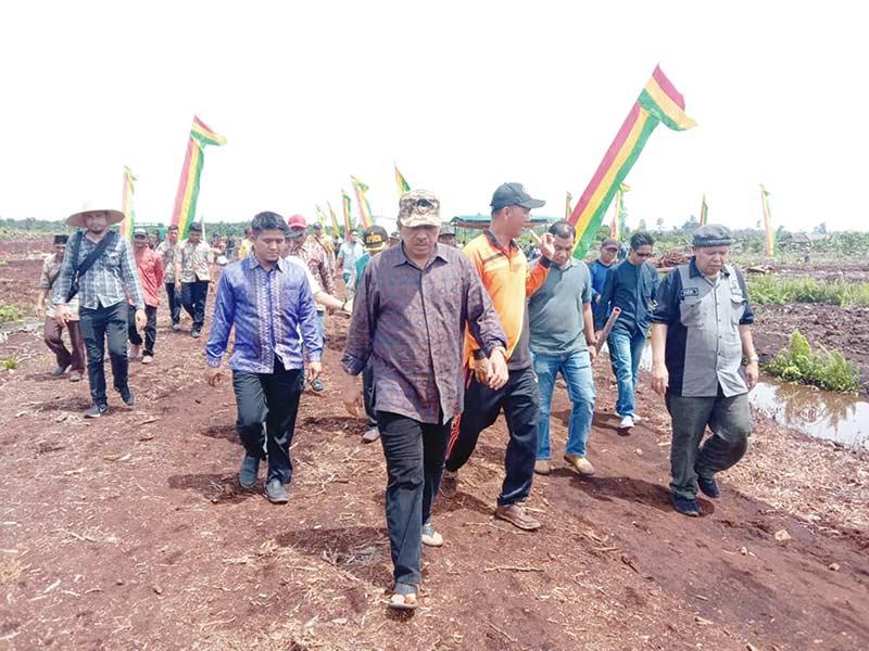 Tinjau Persiapan Pembangunan Jalan Teluk Lanus-Tanjung Buton