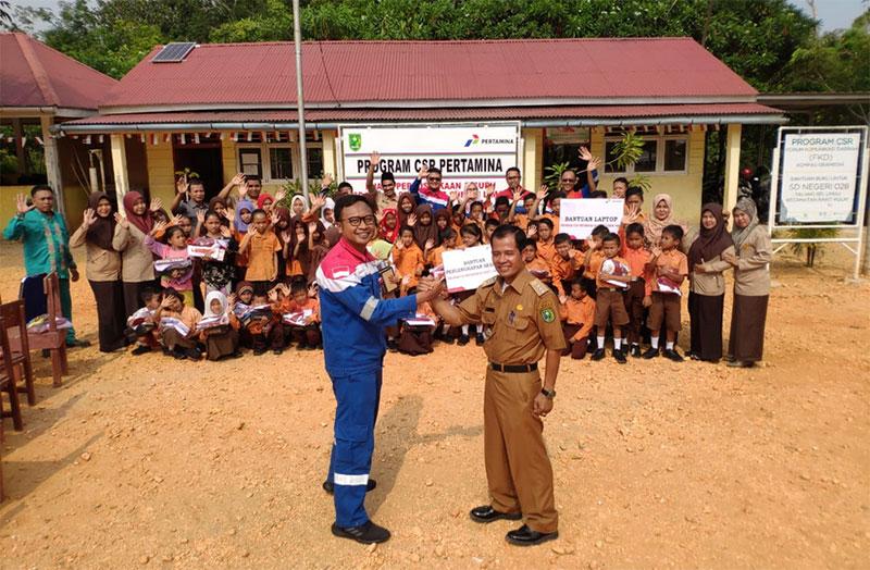Pertamina EP Lirik Serahkan Bantuan dan Ajak Anak Talang Mamak Berkreasi