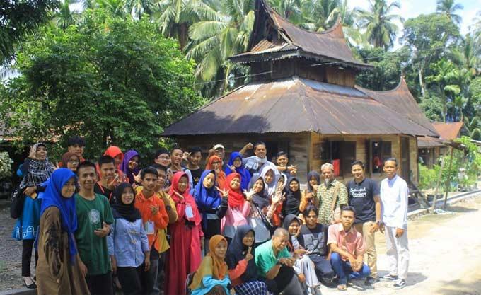 Semarakkan HPI, Penyair Riau Hadir di Pasaman Sumatera Barat