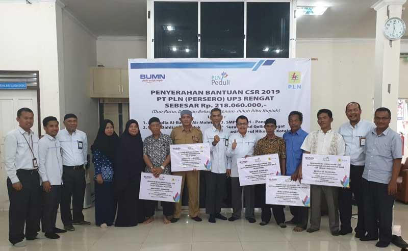 PT PLN UP3 Rengat Serahkan Bantuan CSR
