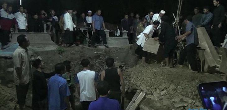 Sekeluarga Meninggal Usai Antar Ibu Umrah, Dikubur Satu Liang