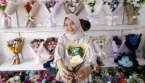 Rangkai Bunga Artificial Jadi Bouquet Cantik