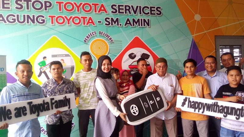 Pelanggan Agung Toyota SM Amin Dapat Innova Hadiah dari Program THR