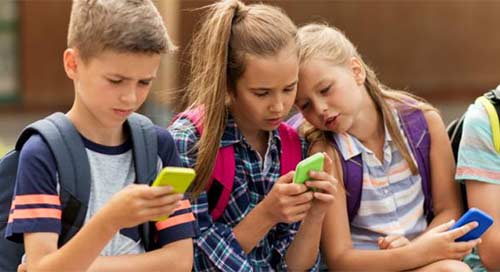Ini Usia Aman Anak Gunakan Handphone