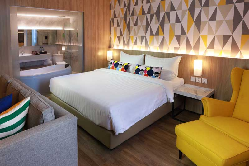 Pertama di Dumai, Hotel dengan Sky Pool dan Sky Lounge