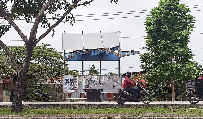 Halte Bus TMP Nyaris Roboh