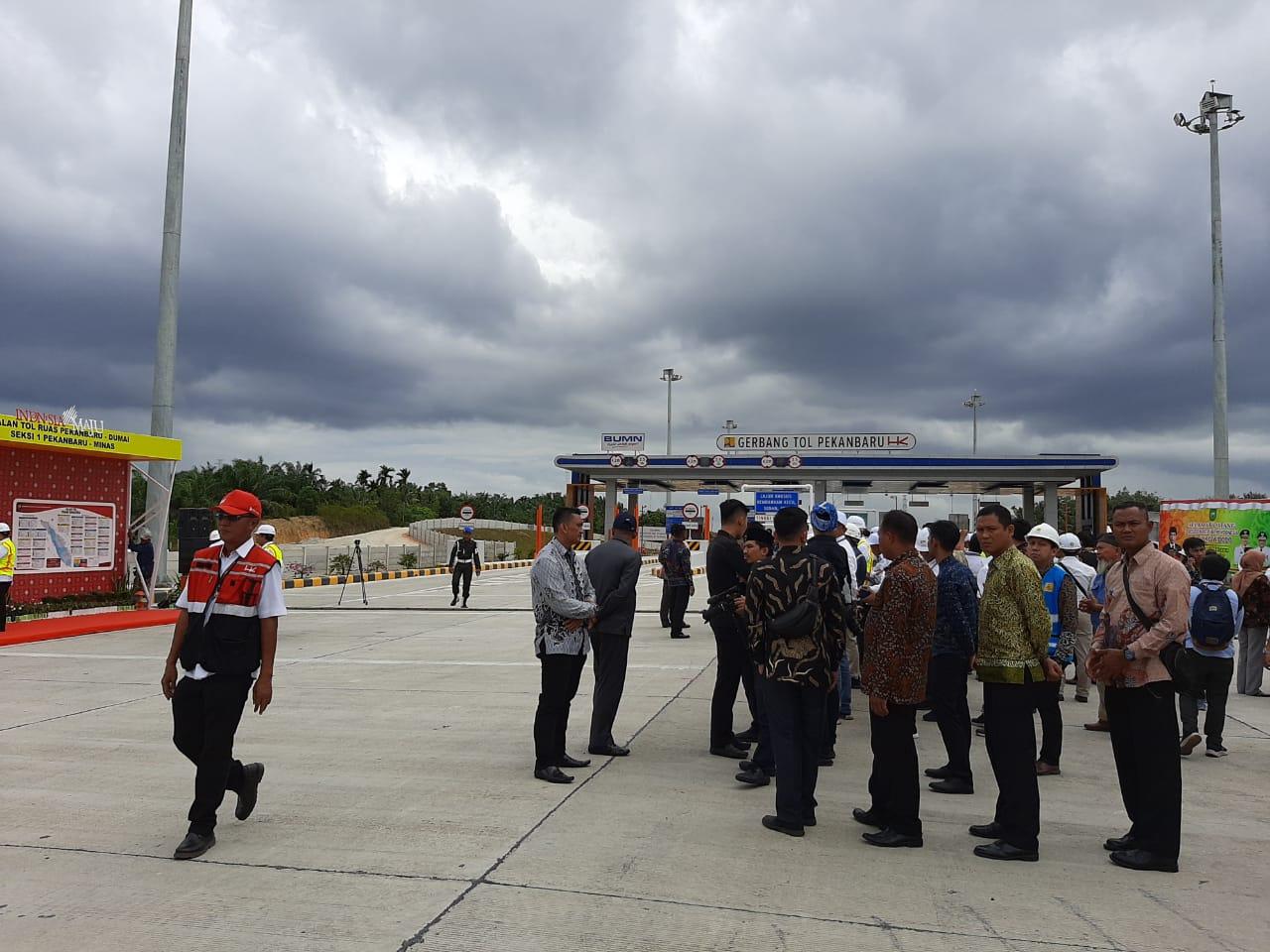 Pengamanan Ketat Jelang Kedatangan Presiden di Gerbang Tol Permai