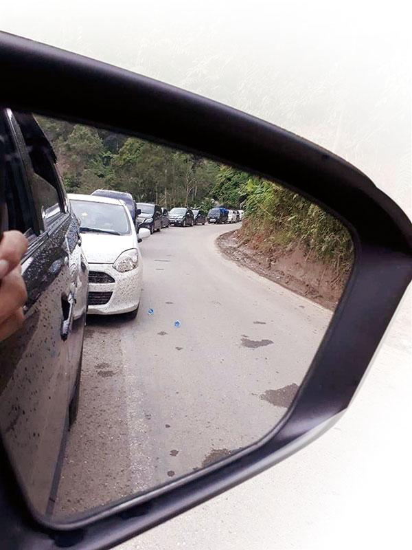 Jalur Riau-Sumbar Macet Parah, Antrean Kendaraan 10 Km Lebih