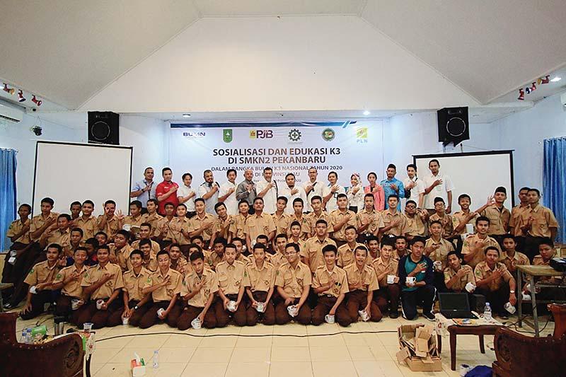 PLN Group dan Disnakertrans Edukasi Budaya K3 ke Siswa SMK