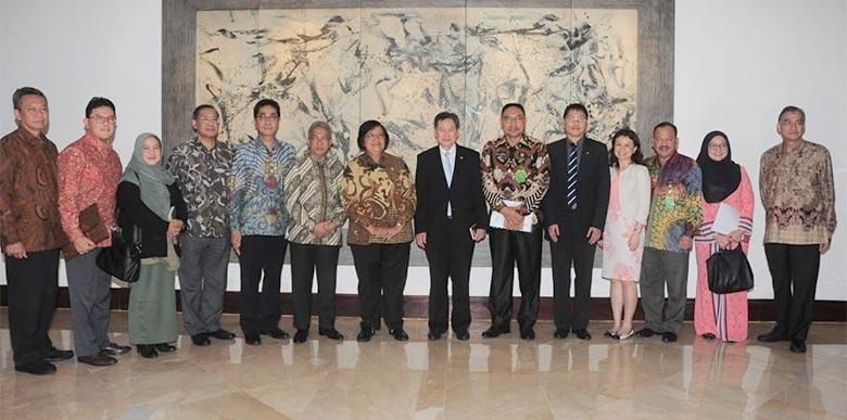 Bahas Isu Lingkungan Hidup, Menteri Siti Nurbaya Bertemu Sekjend ASEAN