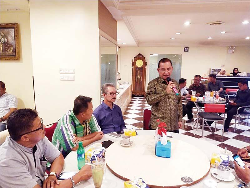 Surya Arfan Pamit dengan Wartawan