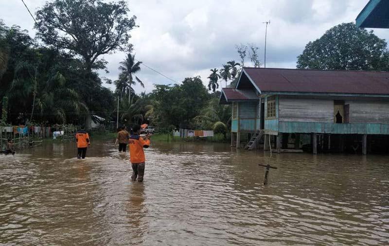 Banjir Rendam 4 Kabupaten, Bantuan Mengalir