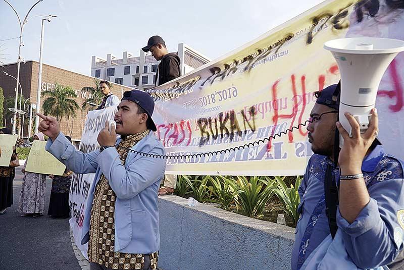 Tolak Riau Berutang