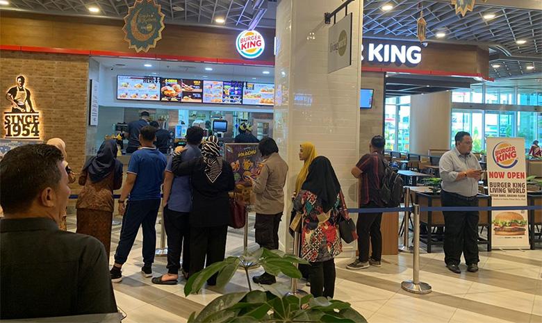 Burger King Diserbu Pembeli