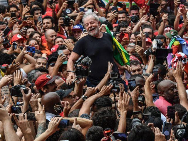 Bebas dari Penjara, Lula Kembali ke Panggung Politik