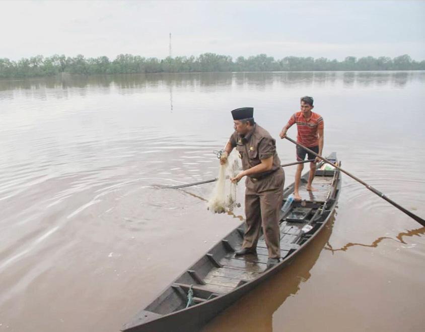Bersampan dan Menjala Ikan, Cara Alfedri Mengobati Kerinduan