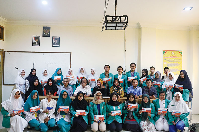 32 Mahasiswa STIKes Hang Tuah Terima Beasiswa PPA LLDIKTI