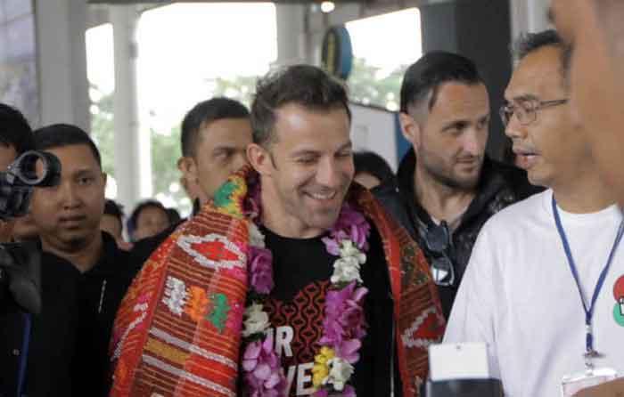 Del Piero Tiba di Sumut, Sihar Langsung Sematkan Ulos