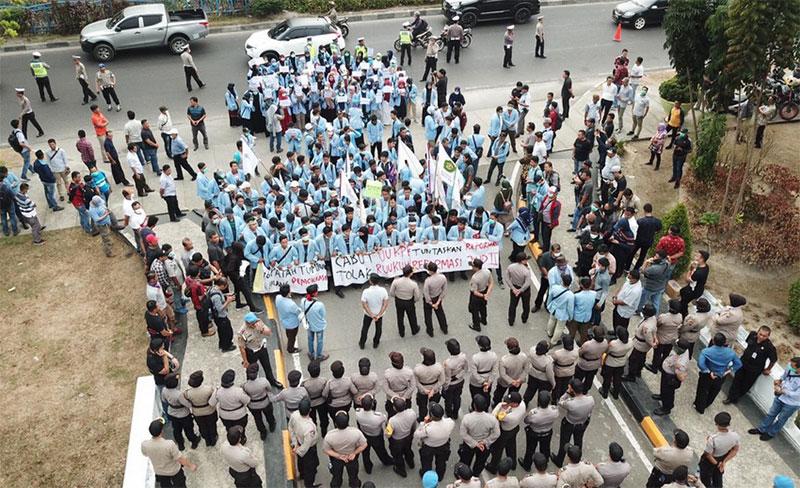 Mahasiswa Unri di DPRD: Cabut UU KPK, Tolak Rancangan KUHP
