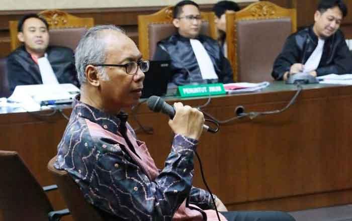 Bacakan Pleidoi, Dokter Bimanesh Bantah Kesaksian Karyawan RS Medika