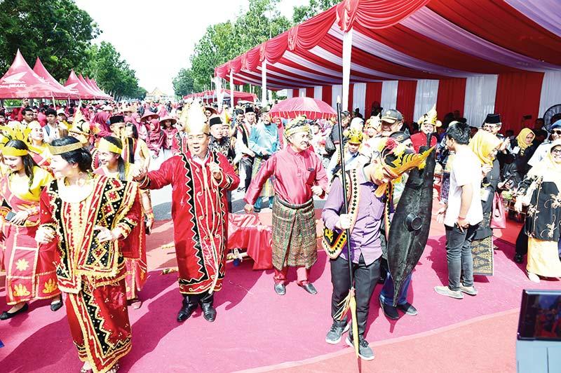 Parade Bhinneka Tunggal Ika Meriah