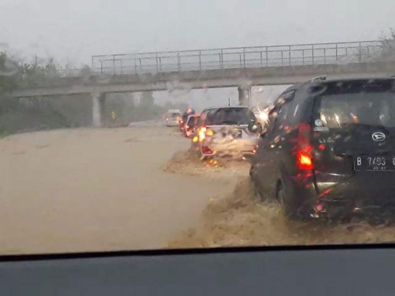 Menhub Beberkan Penyebab Banjir di Tol Cipali