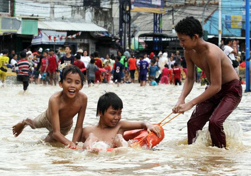 Bahayanya Bermain Air Banjir, DB hingga Leptospirosis Mengintai