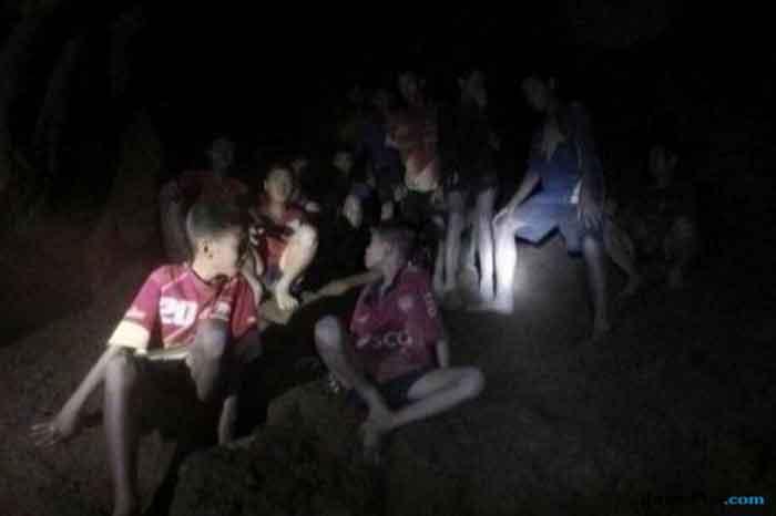 12 Remaja Thailand Terjebak di Gua Diundang FIFA hingga Man United