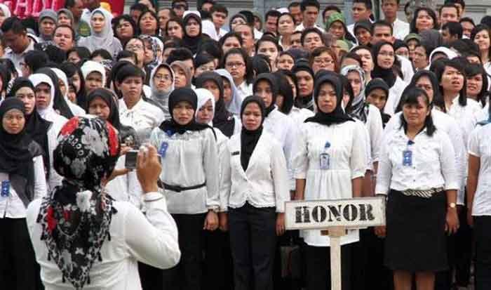 Di Hadapan Jokowi, Para Bupati Mengeluh soal Honorer K2