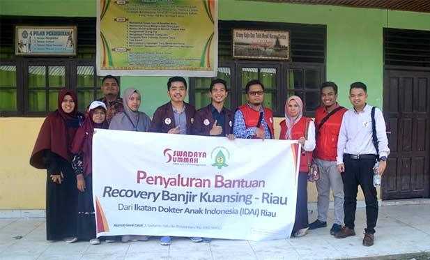 IDAI Riau Dan Swadaya Ummah Melakukan Baksos Banjir, Warga Antusias