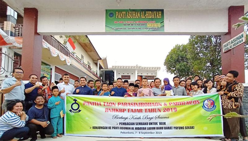 Pemuda Gereja HKBP Fajar Kunjungi Panti Asuhan Al-Hidayah Labuhbaru