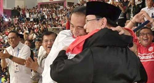 Pelukan Jokowi dan Prabowo Semoga Bikin Politik Sejuk