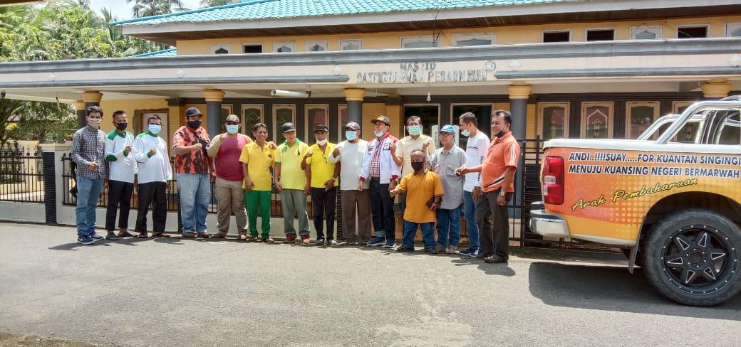 Golkar-Hanura Beserta Ormas Bersihkan Masjid-Musala di Kuansing
