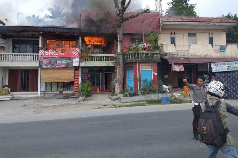 Empat Unit Rumah Warga Minas Terbakar