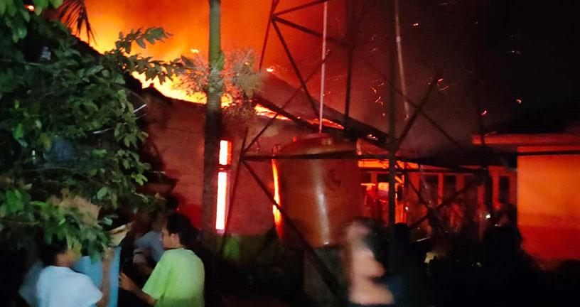Rumah Satpam Terbakar, Api Nyaris Lalap Gedung SD Lubuk Jambi